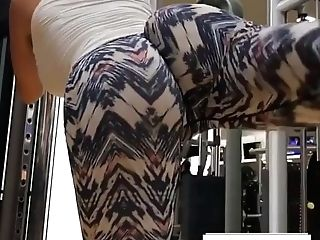 Big Booty Wearing Stretch Pants Working Out In The Gym