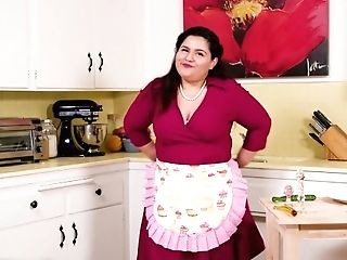 Model Time Karla Lane's Retro Housewife Lifestyle Is Onanism!